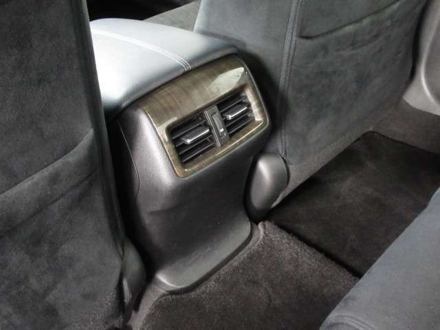 後席にも空調があり快適です。