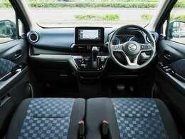 高い質感と多彩な収納にもこだわったインテリア♪運転席からの広い視界で安全運転にも貢献します!