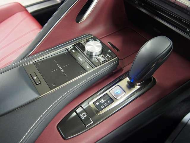 Bプラン画像:レクサスセーフティシステムプラス/プリクラッシュセーフティ/レーンキーピングアシストLKA/オートマチックハイビームAHB/レーダークルーズコントロール全車速追従機能付き/オートライト