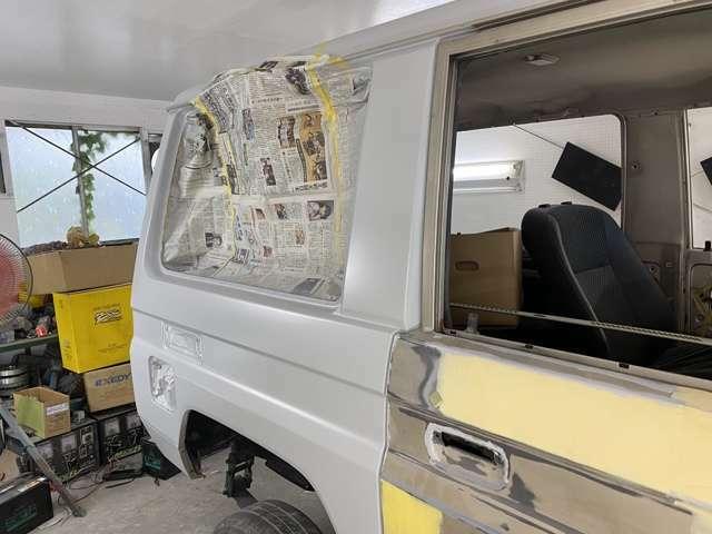 板金、全面塗装作業に約200時間オーバーは掛かると思います。