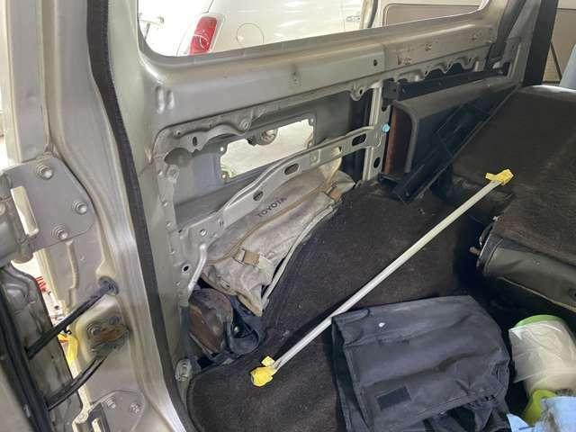 内張、インナーパネルの状態も良好です。腐食だらけの誤魔化しボディ多いかな、九州圏内走っていた車両で状態了解なベース車で全面塗装作業してます。