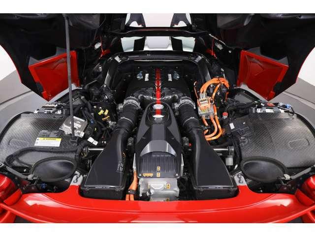 6.3リッターエンジンにHY-KERSシステムが搭載されております