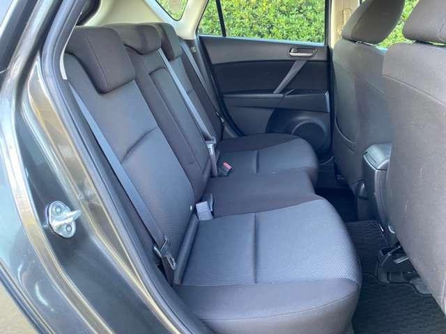 使用感がなく、綺麗な状態を保っている後部座席です!