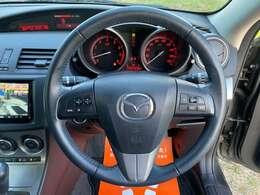 スイッチ付きで運転に集中しながらオーディオやインフォメーションを操作できる!質感が良く、スタイリッシュなデザインです!