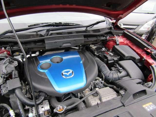 直列4気筒DOHC16バルブ2.2Lディーゼルターボエンジンです。