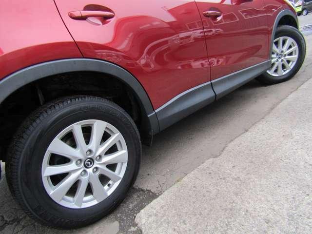 夏タイヤは純正アルミホイール付きです。