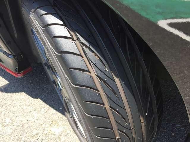 タイヤ溝もたっぷり残っております!安心してドライビングをお楽しみください!