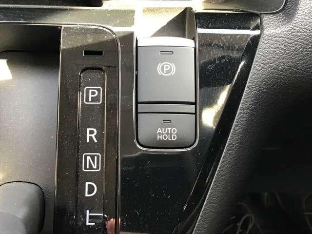 大便利!ブレーキオートホールド機能搭載!これは長い信号待ちなど、ブレーキを踏みっぱなしで待機しているときにぽちっと押していただくと、足を離してもブレーキが利き続けるという装置です!