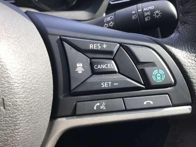 写真の青いボタンこそがこのeKクロス最大の目玉機能・マイパイロットの起動スイッチです!設定した車速を上限に、アクセル、ブレーキ、ハンドリングをもサポートする先進機能です。これがあれば遠乗りもラク!