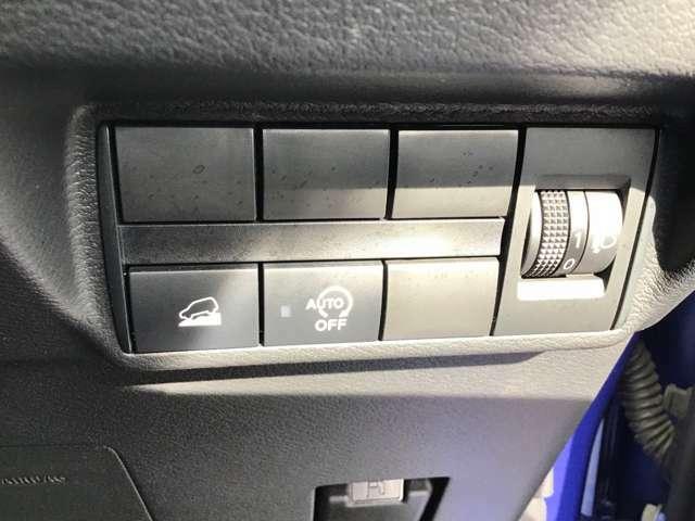 アイドリングストップ搭載車です。運転席下のコチラのスイッチでOFFにすることも可能です♪状況に応じて使い分けてみましょう!
