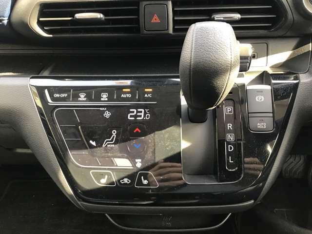 シフトはCVTです。変速がなめらかで走行感覚がとっても良いです♪eKクロスはハイブリッド車なので、モーターのアシストも加わって、さらにスムーズな乗り心地を感じられることでしょう!