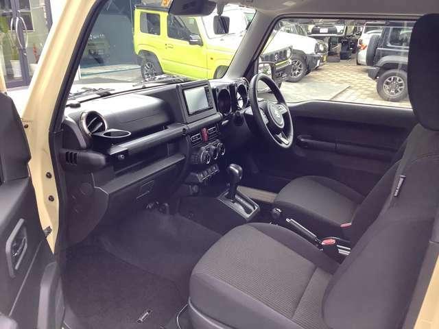 運転席・助手席の座面をしっかりと温めるシートヒーターを装備。