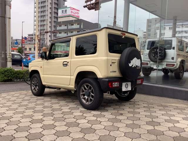 険しい凹凸をこえていく為に必要なアプローチアングルを確保する、本格4WDの原点です。