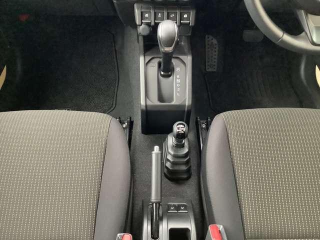 優れた燃費性能とパワフルな走りを両立。大人四人で乗っても、心地よい加速力を発揮します。