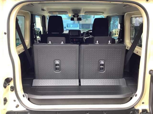 開口部も大きく、荷物の積み下ろしもスムーズでスペースを隅まで無駄なく活用できます。