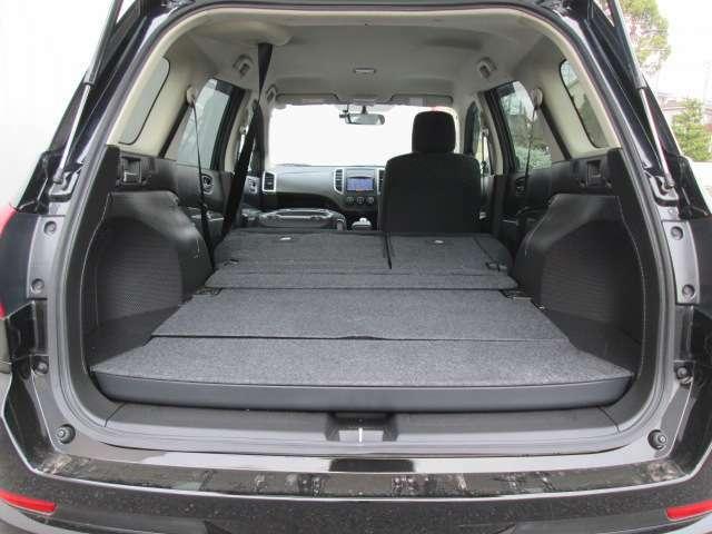 ラゲッジルーム(カーゴモード後席収納時)大きな荷室に変身します。助手席も倒せば長物も楽々積載!