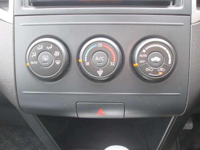 クリーンフィルター内蔵オゾンセーフフルオートエアコン(花粉、アレルゲン対応フィルターもございます)車内の温度管理がワンタッチで簡単に出来るのがオートエアコンです。いつでも快適ドライブが出来ますね!
