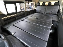 フルフラットにもなる内装架装で車中泊を存分にお楽しみください!