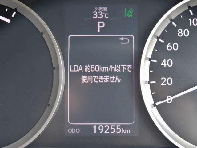 Bプラン画像:レーンディパーチャーアラート(LDA)付き!高速道路や一般道において、車線をカメラで認識し、ハンドル操作を制御することで、車線内走行がしやすいようにドライバーのステアリング操作を支援してくれます!