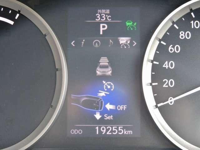 Bプラン画像:フロントエンブレムの部分にレーダークルーズコントロール(RCC)が埋め込まれています!前方の車両をレーダーで感知し、速度や車間距離を自動制御してくれる画期的なアイテムです!