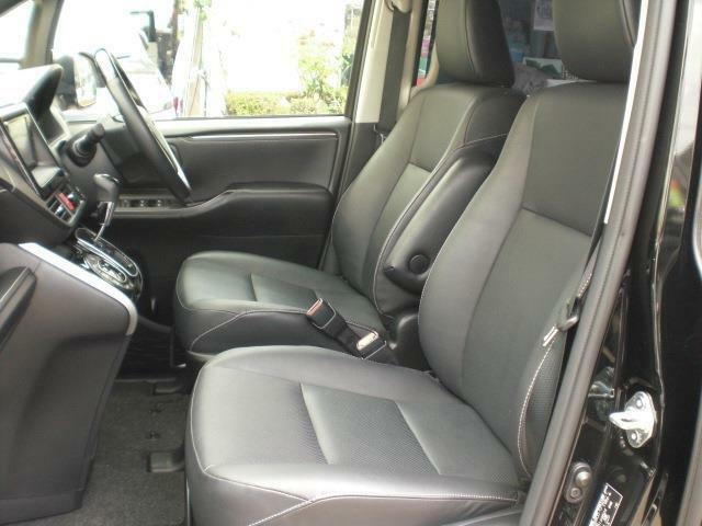 ブラックレザーシート!内外装とも、所々に多少の小傷等ございますが、このままお乗りいただける状態の車です「百聞は一見に如かず」と言いますので、是非、一度ご来店いただき現車をご覧下さい