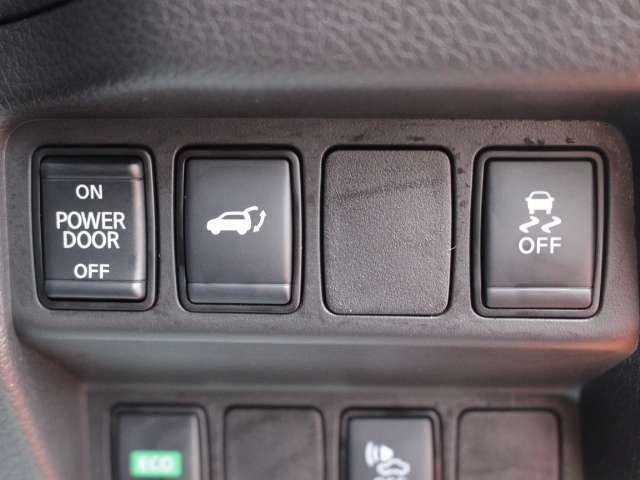 オートバックドアは、スイッチでも開閉の操作ができます!