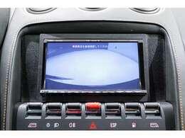 リアカメラも装備しており、市街地での取り回しも可能です。