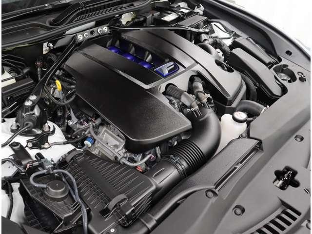 Fの自然吸気エンジンならではのリニアな加速フィーリングを際立たせるためエンジン出力を向上させ、エアクリーナ-形状変更による吸気性能向上とスロットル制御の改良によりアクセルレスポンスを向上させています。