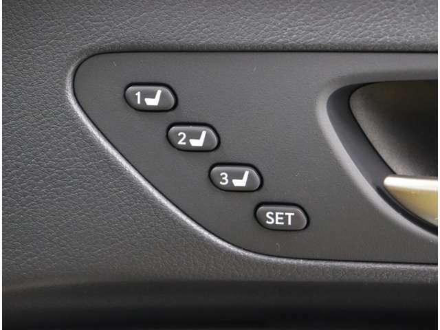ポジションメモリー付シートです。シートやステアリング、ドアミラーの位置を記録しておくことが出来るのでご家族や複数の方で車を乗られる方には便利な機能です。