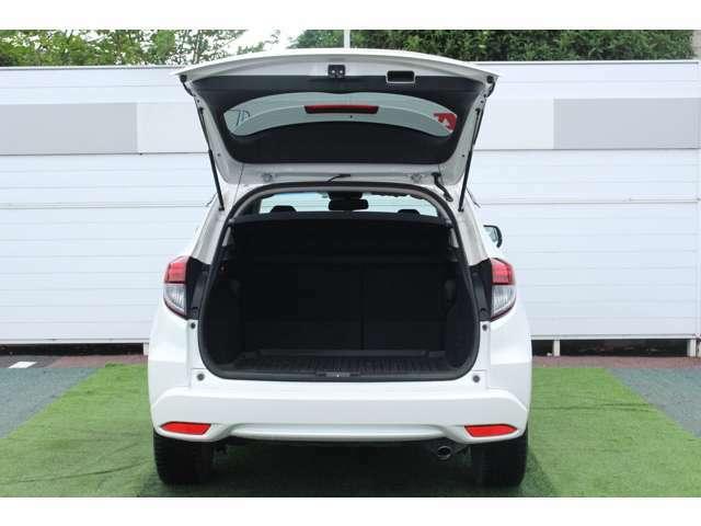 広々ラゲッジスペースが使い方の幅を広げます!ホンダ車特有の荷室の広さで沢山の荷物を積むことができます!