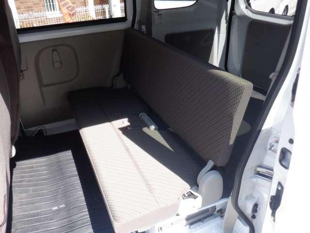 後部座席側シート 使用感少なく綺麗な状態です シートの破れ等ございません