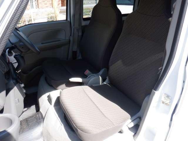 運転席側シート 使用感少なく綺麗な状態です。