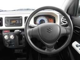 すっきりとしたハンドル周りのデザインで、運転操作もしやすく、リラックスしてドライブを楽しめます。