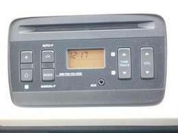 メーカー純正のCD/AUXオーディオとなっています。簡単な操作で使ってもらえるオーディオです。