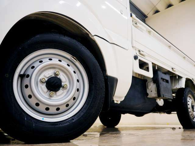 ホイルは12インチホイルになります。タイヤは夏冬セットでお付けしますので、余計な出費もかさまず安心です。タイヤサイズ145-R12。