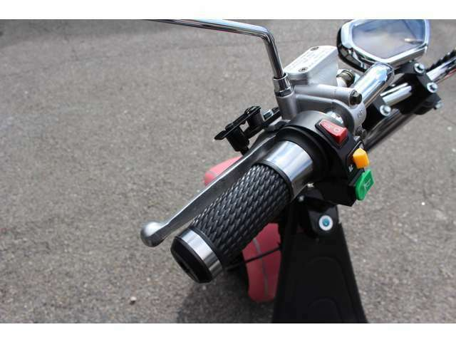 JAPANクオリティーでより安全に安心してお乗り頂けます。また、通常のバイクですとバックはついていませんが、ブレイズEVトライクには標準装備しています。後進機能付き!