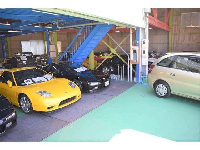 ショールームには希少なポルシェ・旧車27台ございます。詳しくはHPご覧くださいませ。