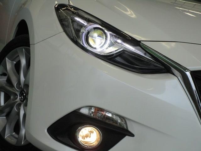 ディスチャージヘッドライト&フォグランプ装備で夜間での視界をしっかり確保しています。安心・快適なドライブをゆっくりお楽しみ下さい。