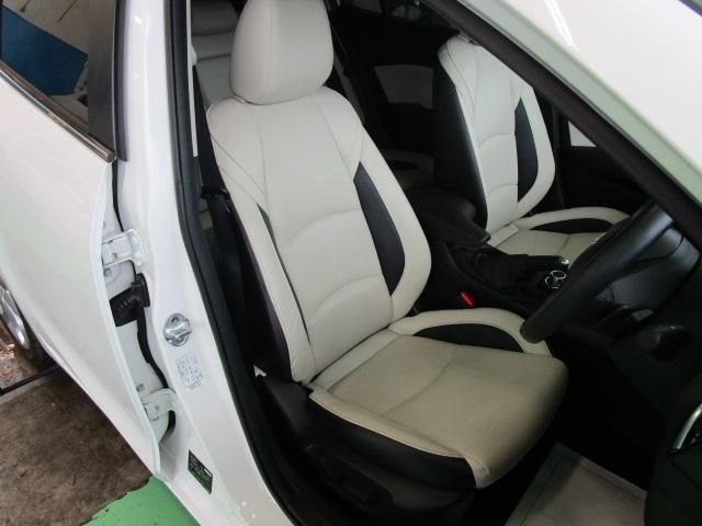 パワーシートを装備!体格や好みに応じたポジションをスムーズに調整できます。
