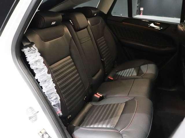 【後席にもシートヒーター】前席だけではなく、後席まで暖かいシート!乗っている全員が嬉しい装備ですね。寒い季節もこれで安心です。