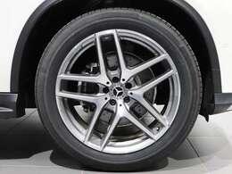 【AMGアルミホイール】21インチAMG5ツインスポークアルミホイールを装着♪Mercedes-Benzのロゴ付きブレーキキャリパーで特別感♪
