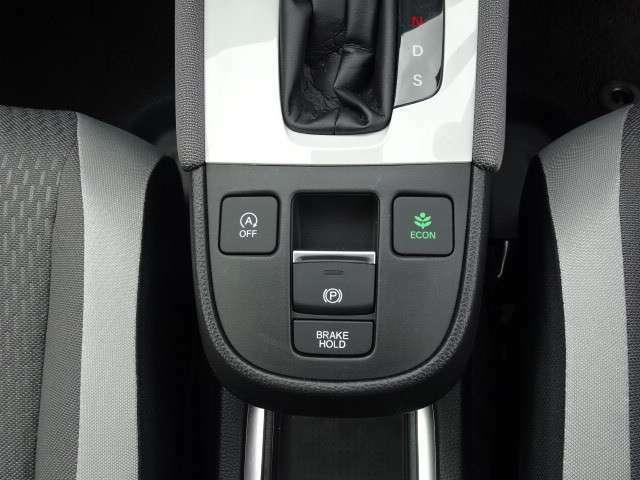 電動パーキングブレーキ、ブレーキホールド機能搭載!
