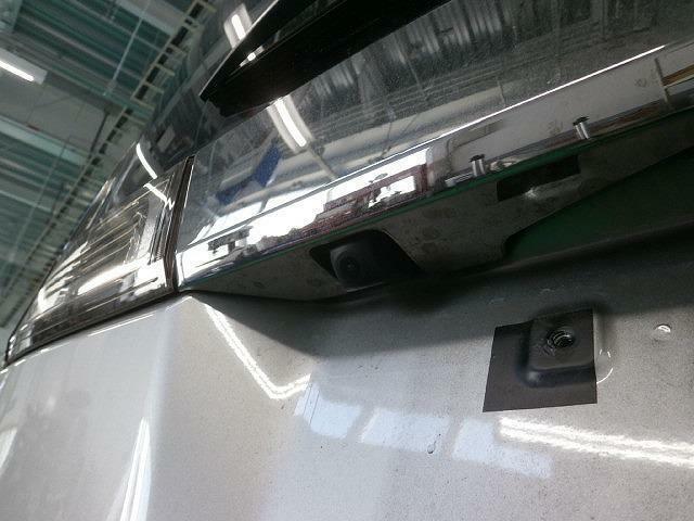 バックカメラが付いています!車庫入れの苦手なアナタの強ーい味方です♪
