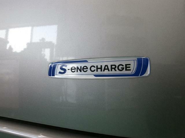 アクセルを離したりブレーキを踏んだ時に発生する減速時のエネルギーを利用して発電、充電を行い、蓄えた電力を加速時のモーターアシストに利用する『Sエネチャージ』搭載!