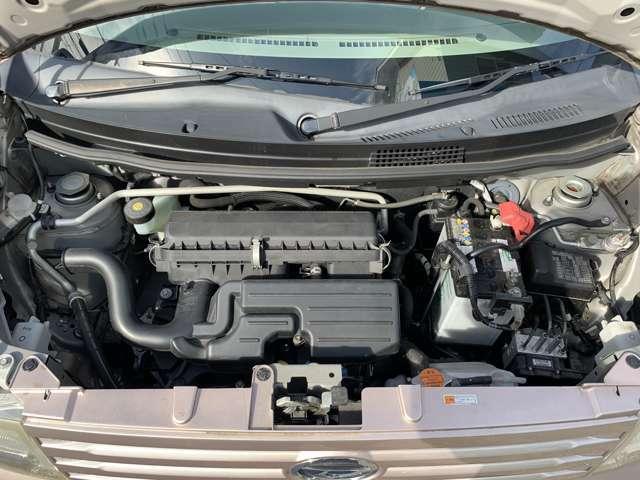エンジンはタイミングチェーン式となります。 この車両に搭載のKF型エンジンはダイハツのメインエンジンとなり、タントをはじめ、ミラやムーブなどなど幅広い車種に使用されている信頼性の高いエンジンです
