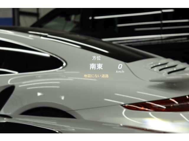 運転席側ガラスに情報が映るヘッドアップディスプレイが装着されており、走行中でも目線を変える事無く様々な情報を確認する事が可能です!!