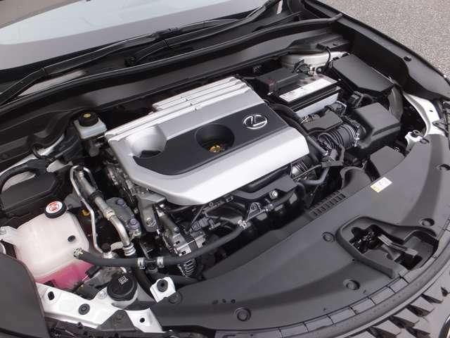 従来のCVTのメリットであるスムーズで低燃費な走りを生むプーリーとベルトに、発進用ギヤを追加し、発進から高速域まで力強くダイレクトな走りと低燃費を実現するDirect Shift-CVT搭載。