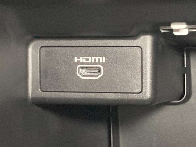 グローブボックス内にはHDMI端子を装備★専用ケーブルをつなげば動画を楽しめます★