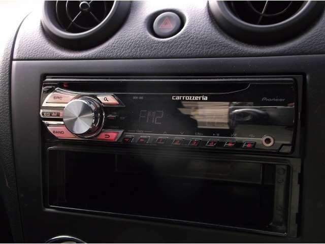 カロッツェリアのCDデッキ♪好きな曲を聴きながらドライブへGO!