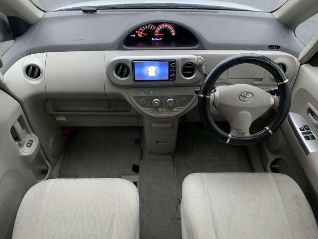 車内はご覧の通り目立った汚れやシミ等無く綺麗で清潔感がございます♪シートもヘタリや汚れも無く快適にお乗り頂けます♪